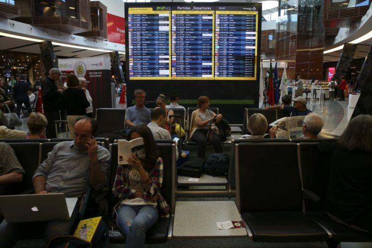 Greves nos aeroportos desconvocadas após compromisso do Governo - Sitava