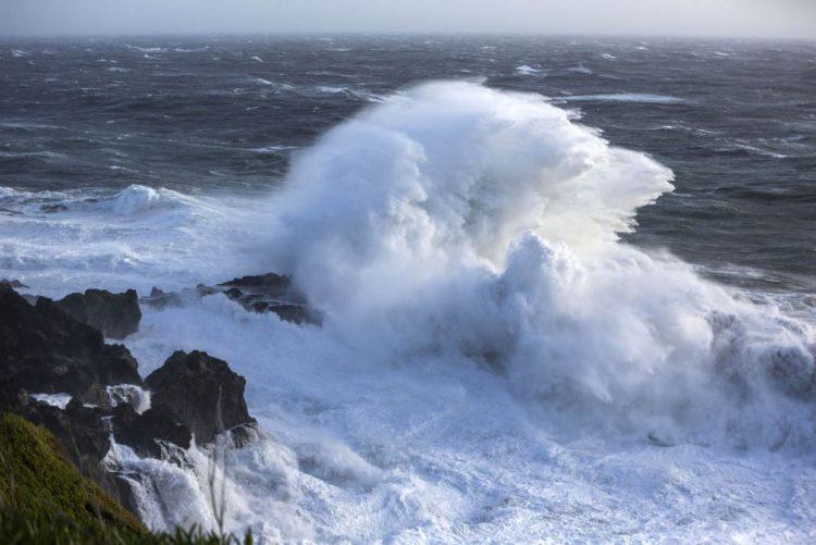 Marinha alerta para ventos fortes e agravamento do estado do mar nos Açores