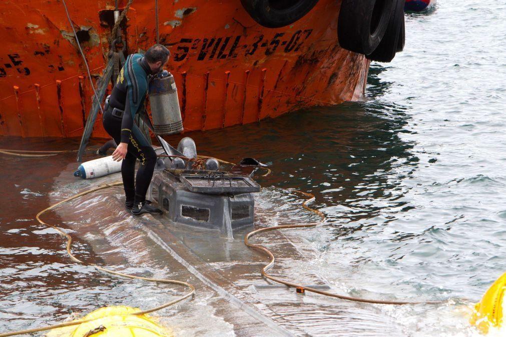 Autoridades espanholas retiram narcosubmarino da ria de Aldán
