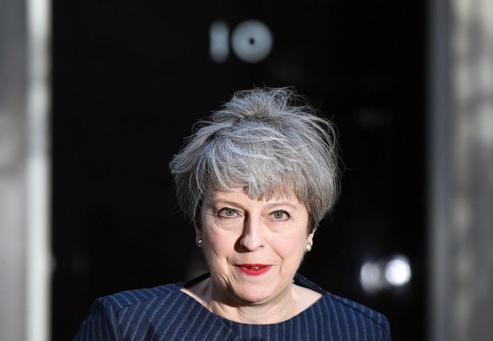 Theresa May justifica eleições antecipadas com