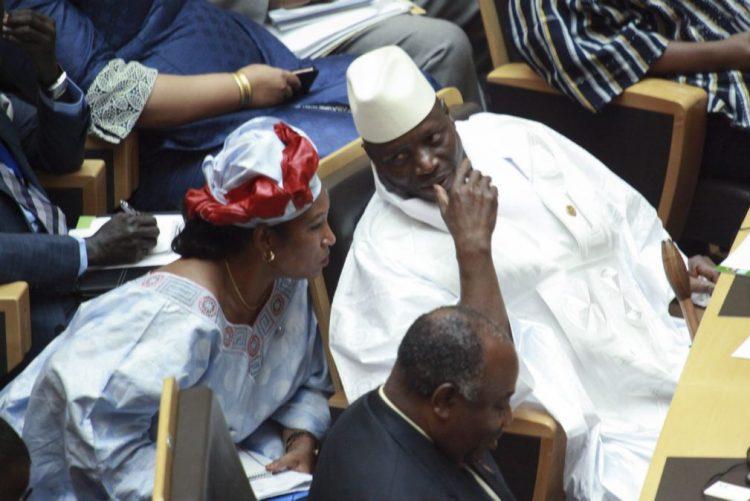 Presidente da Gâmbia admite derrota eleitoral e sai do poder ao fim de 22 anos