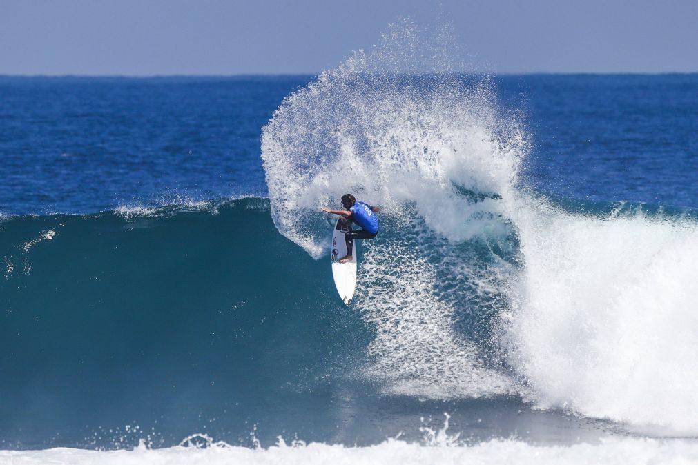 Frederico Morais avança para os quartos de final na terceira etapa do circuito de surf
