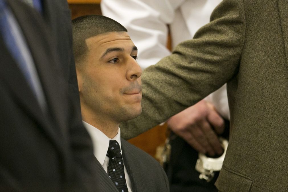 Aaron Hernandez enforcou-se na prisão, após inocência pelo homicídio de dois cabo-verdianos