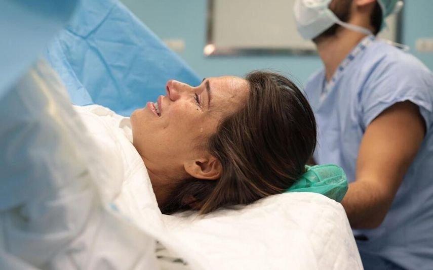 Cláudia Vieira lavada em lágrimas Atriz mostra a realidade pura e dura do parto: «É uma sensação tão única»