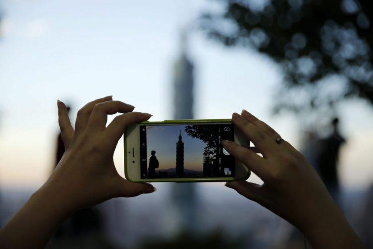 Fim do 'roaming' está decidido, falta apenas determinar sustentabilidade do modelo - ministro