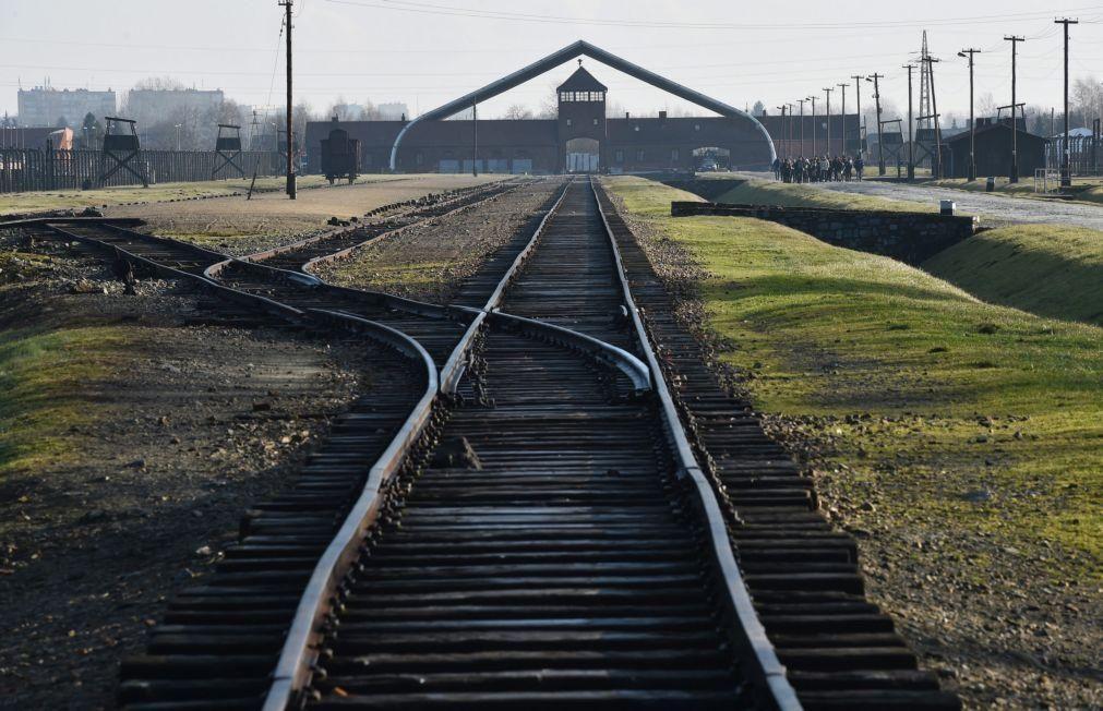 Merkel visita Auschwitz pela primeira vez num «sinal de reconciliação»