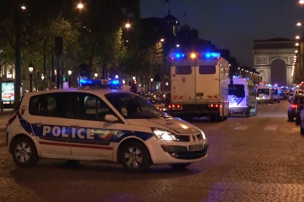 Última Hora: Um polícia morto em tiroteio em Paris (com vídeo)