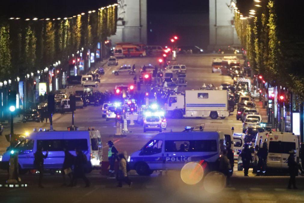 Estado Islâmico reivindicou tiroteio em Paris que matou um polícia e feriu dois