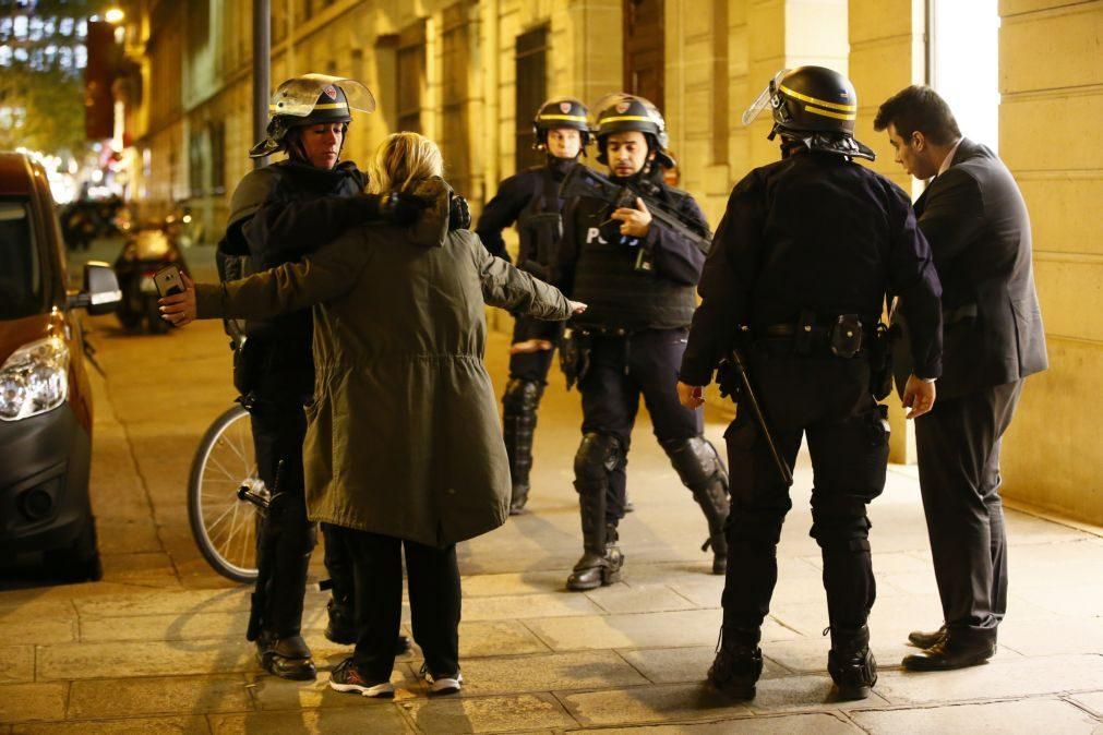Atentado em Paris: Homem que se entregou na Bélgica não está envolvido em ataque