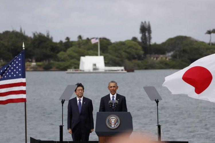 PM Japonês expressa condolências às vítimas de Pearl Harbour em visita histórica