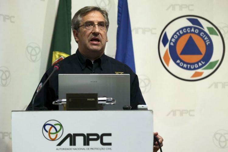 Comandante da Proteção Civil vai deixar o cargo e será substituído por Rui Esteves