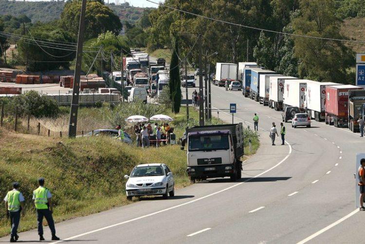 Utentes voltam a reivindicar reparação do IC1 entre Grândola e Alcácer do Sal