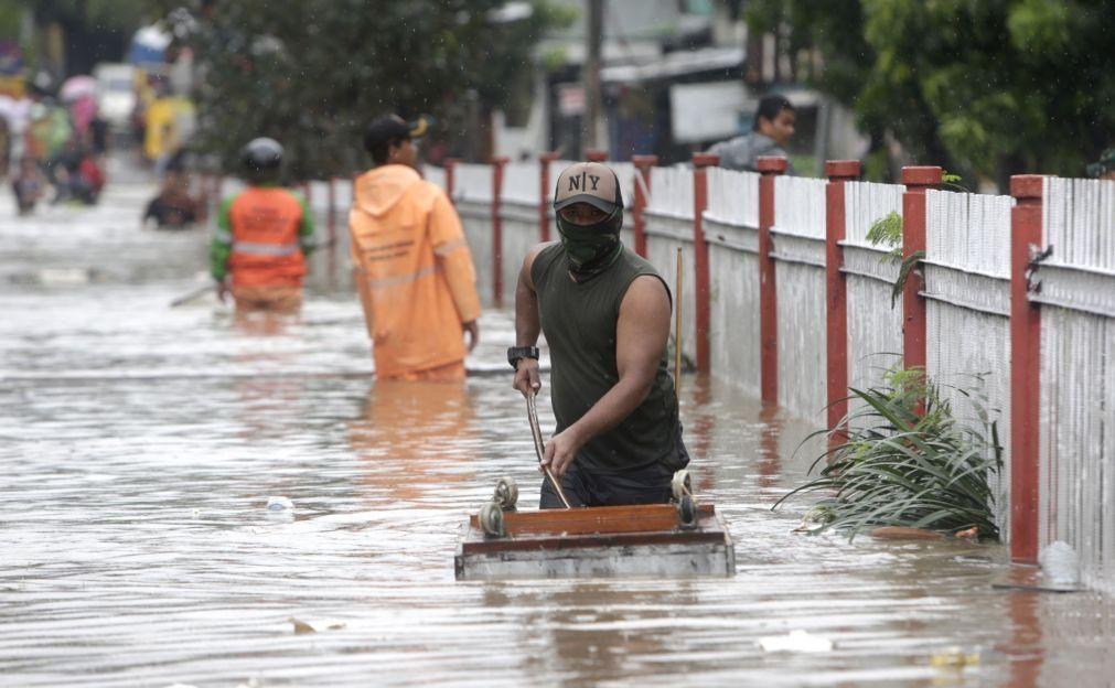 Inundações fazem pelo menos 16 vítimas mortais