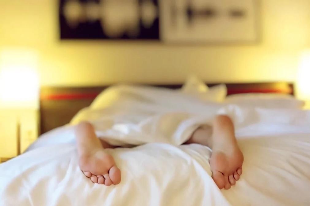 Afinal, faz bem à saúde dormir sem roupa interior?