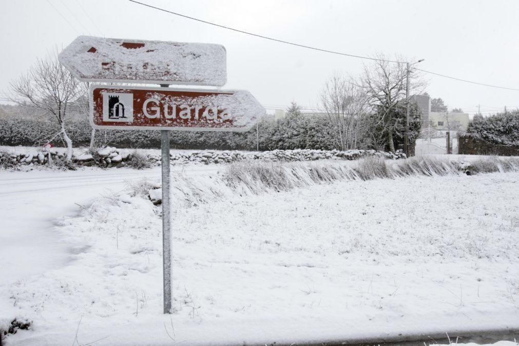 Mau tempo | Quatro distritos sob aviso amarelo devido ao vento forte e queda de neve