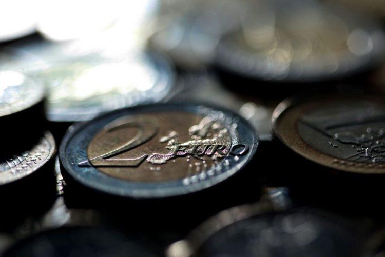 Cada euro a mais de consumo privado em 2013 teria aumentado PIB em 74 cêntimos - INE