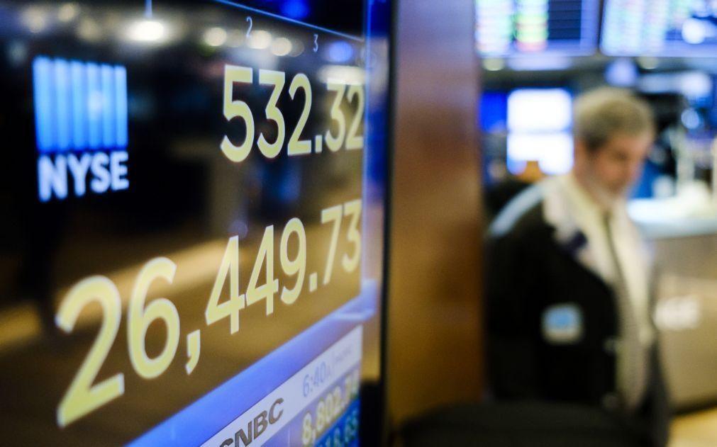 Wall Street fecha em baixa com investidores preocupados e ansiosos