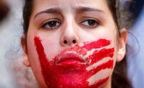 Linhas de informação às vítimas de violência doméstica receberam 1696 pedidos de ajuda em pandemia