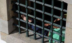 Recluso tenta fugir da cadeia com recurso a lençóis