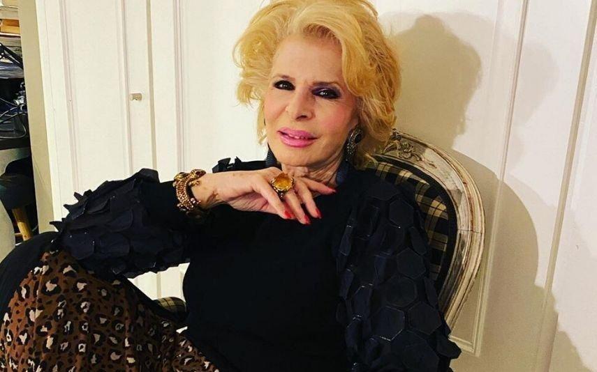 Lili Caneças Sozinha em casa, canta os parabéns a si própria e apaga as velas (vídeo)