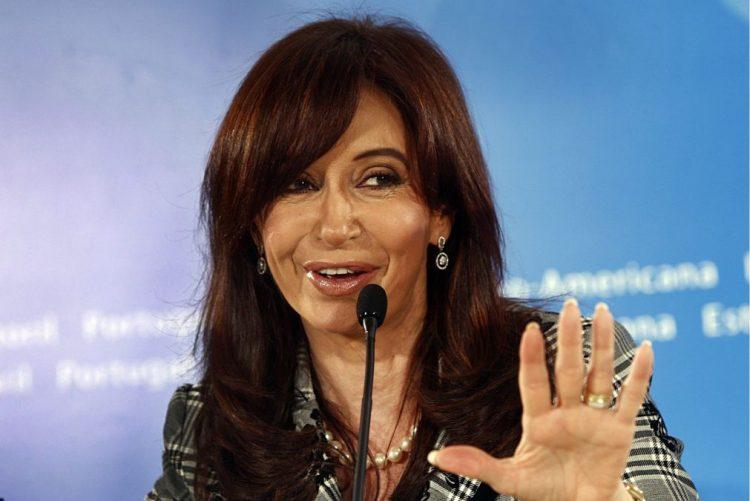 Ex-presidente argentina investigada por alegado encobrimento de iranianos em atentado
