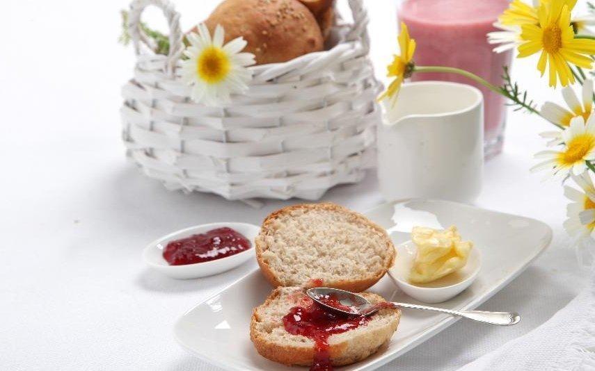 Pão de leite Receita rápida para um pequeno-almoço feito no micro-ondas