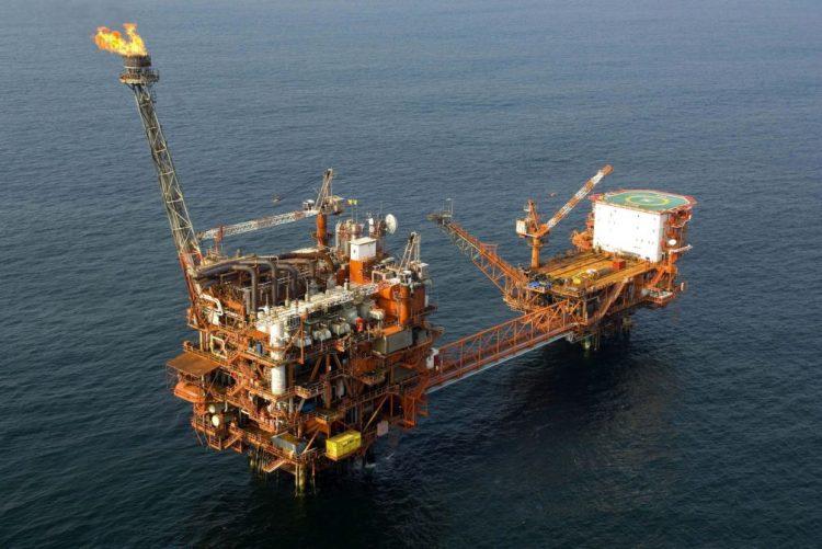 Petróleo termina 2016 com forte recuperação após acordo para reduzir a produção