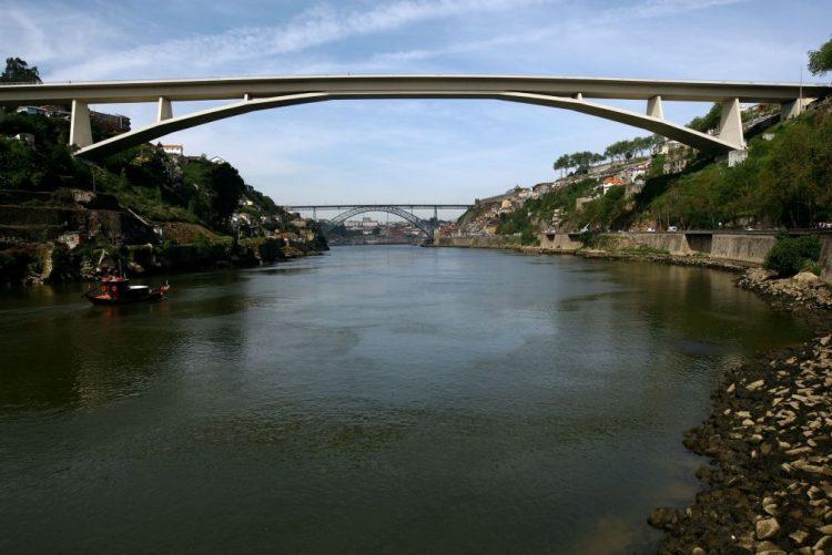 Ponte do Infante, que liga Porto e Gaia, com obras em abril