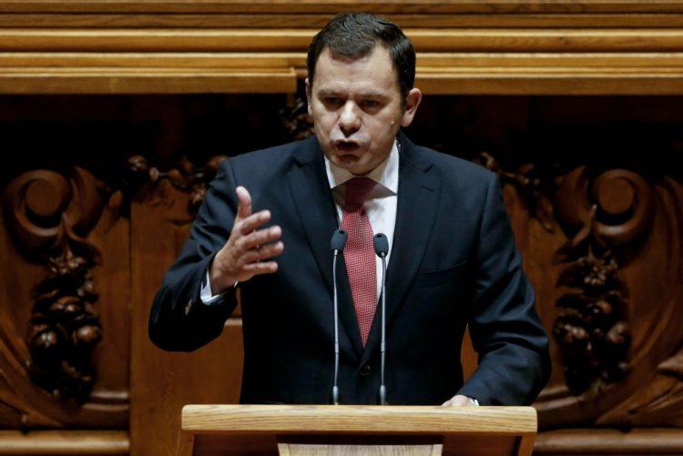 Deputados do PSD sem convite para comemorações do 1.º de dezembro