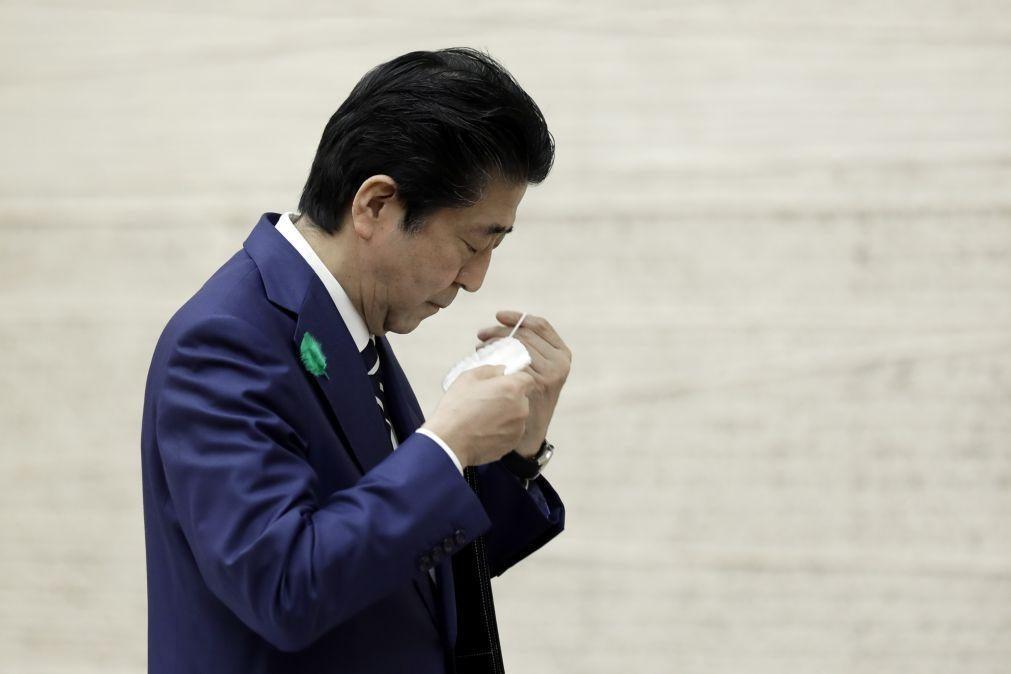 Covid-19: Grávidas recebem máscaras sujas feitas de tecido enviadas pelo Governo japonês