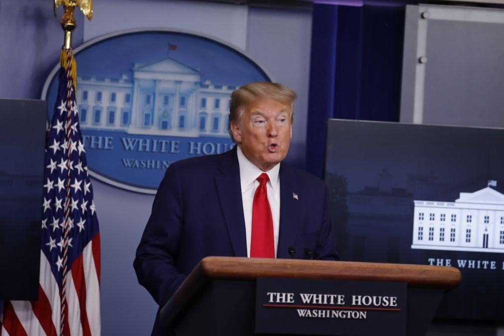 Trump evoca pandemia para anunciar suspensão da imigração