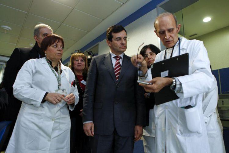 Ministro da Saúde considera normais sete mortes de doentes com gripe