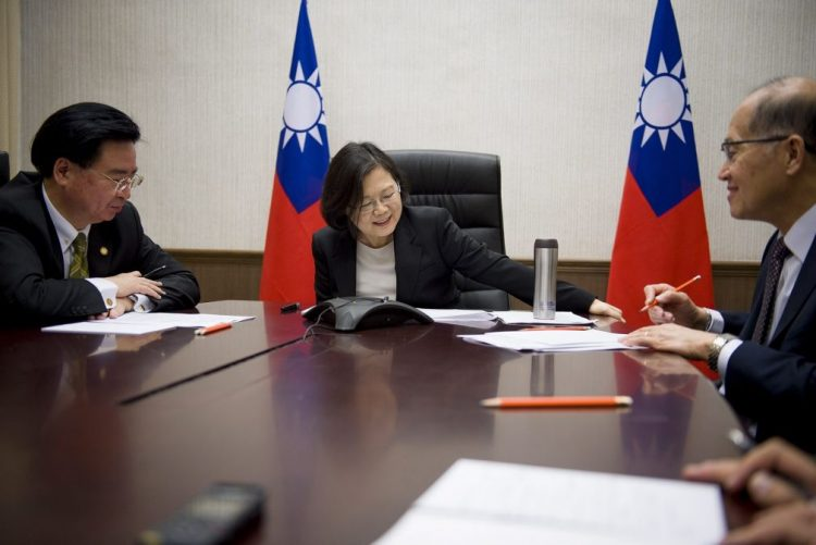 Trump fala com presidente de Taiwan após quase 40 anos sem relações com EUA