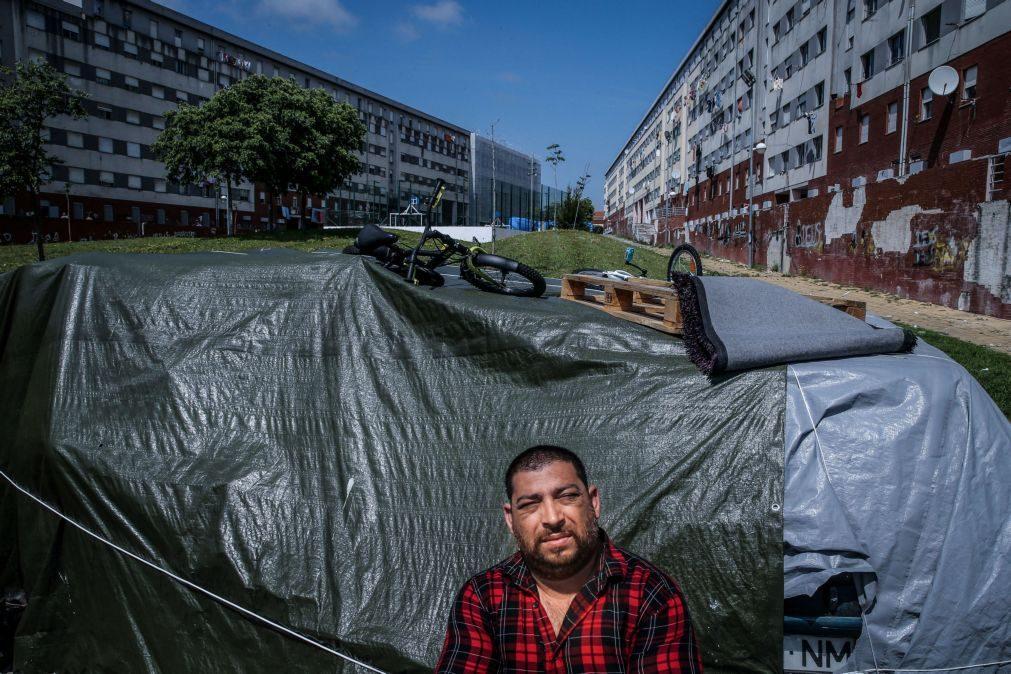 Famílias com filhos ou à espera de bebé vivem acampadas na rua à espera de casas em Lisboa