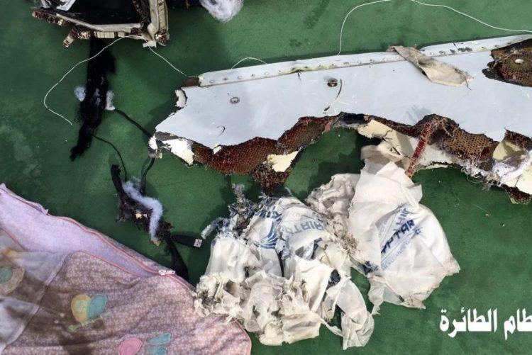 Egito começa a entregar restos mortais das vítimas de queda de avião em maio
