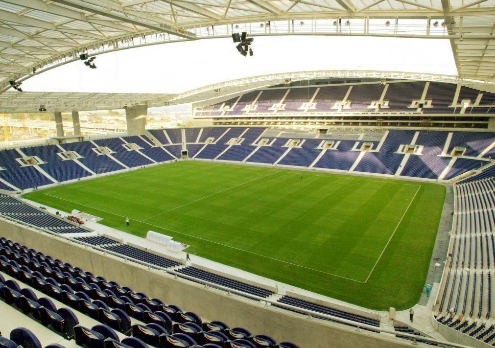 Nuno Lobo entrega assinaturas para ser candidato à presidência do FC Porto