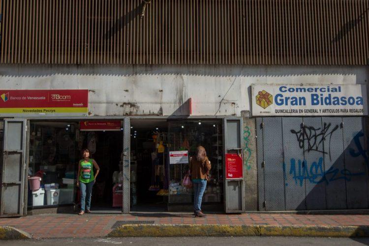 Venezuelanos impedidos de efetuar pagamentos com cartões de crédito e débito