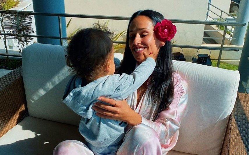 Rita Pereira Quase desmaia após filho lhe atirar brinquedo à cabeça. Atriz mostra as marcas