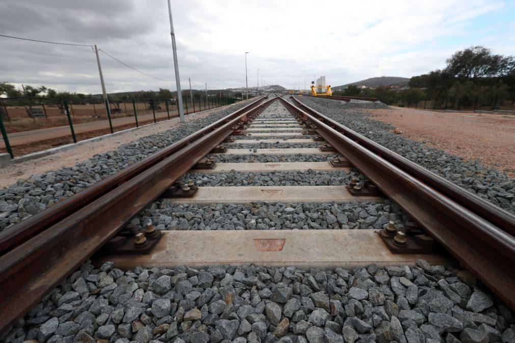 Mulher morre atropelada por comboio em Lisboa