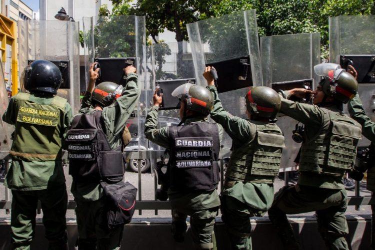 Dois polícias venezuelanos condenados por morte de jovem manifestante em 2014