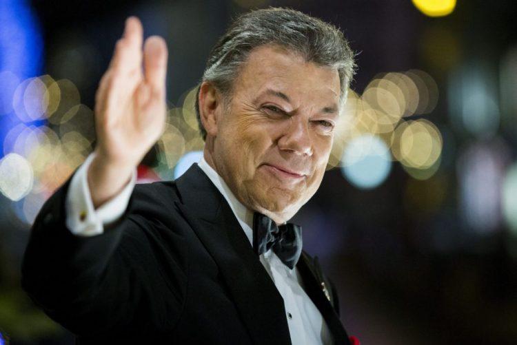 Presidente da Colômbia apela à construção da paz em 2017 após fim das FARC