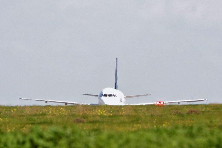 Piloto detido no Canadá por estar embriagado antes de descolar avião com 100 passageiros