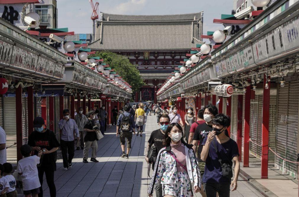 Covid-19: PM japonês levanta estado de emergência nas regiões oeste do país