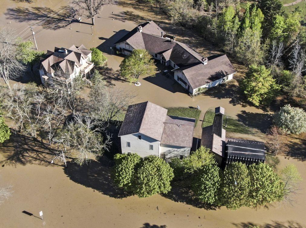 EUA declaram estado de emergência para comunidades inundadas do Michigan