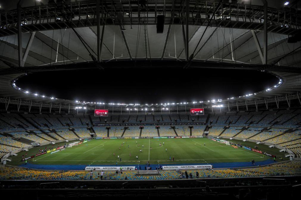 Covid-19 Bolsonaro diz que Ministério da Saúde é a favor do regresso do futebol