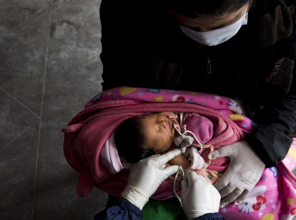 Covid-19: Interrupção de vacinação coloca em risco milhões de crianças, alertam OMS e UNICEF