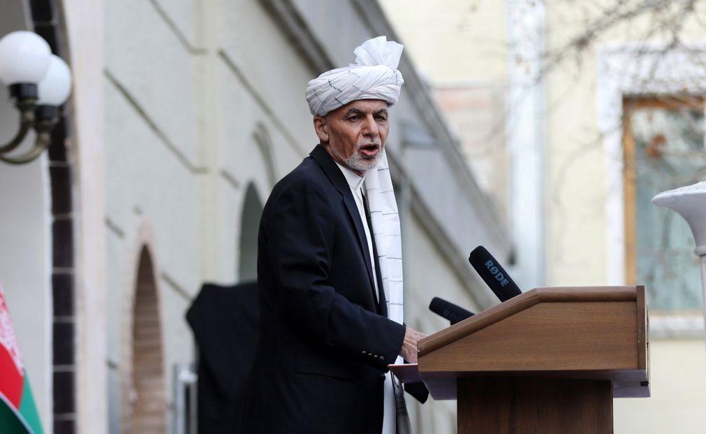Presidente do Afeganistão abre caminho à libertação de 2.000 prisioneiros talibãs
