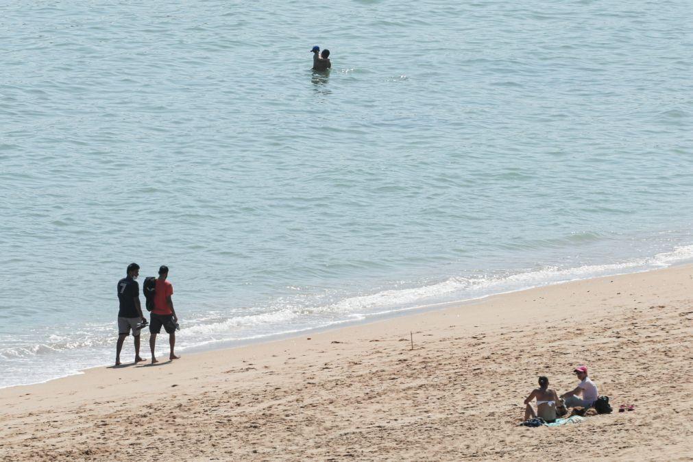 Covid-19: Praias de Cabo Verde reabrem com hora marcada e até oito familiares juntos