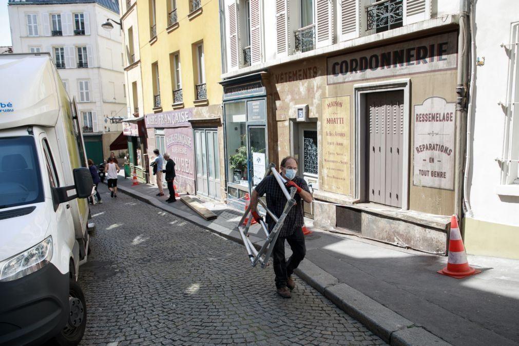 Covid-19: Número de hospitalizações continua a descer em França