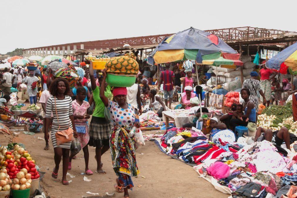 Covid-19: Mercados e venda ambulante em Angola ganham mais duas horas por dia